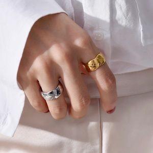 Adjustable Gold Diamond Pattern Signet Ring